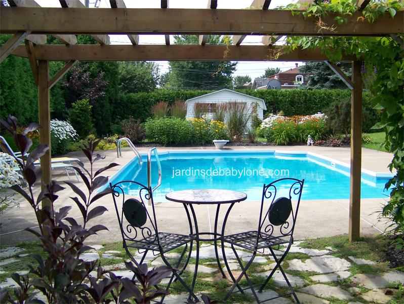 Romantisme la piscine du jardin dans ma vie for Piscine babylone