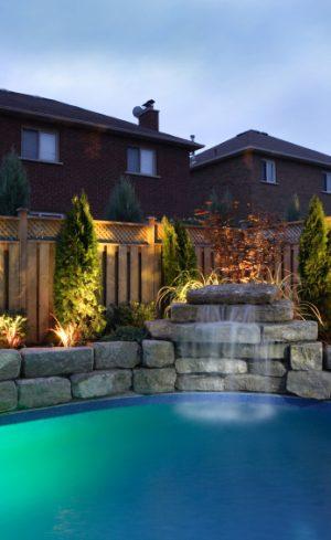 Un beau jardin de jour comme de nuit